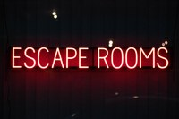 Neon panel with word Escape Rooms